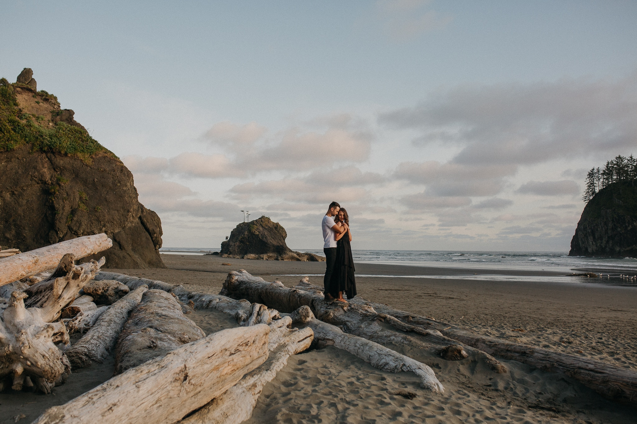 Olympic National Forest Engagement Photos, Olympic National Park Engagement Photos, Washington Engagement Photographer, La Push Beach engagement photos, Washington elopement photographer, Best elopement photographers in Washington, Best Washington engagement photographers, Fun Engagement photo ideas, beach Engagement photos, adventurous Engagement session, Save the date photo ideas, Olympic National Park La Push, adventure elopement photographer, la push beach Washington